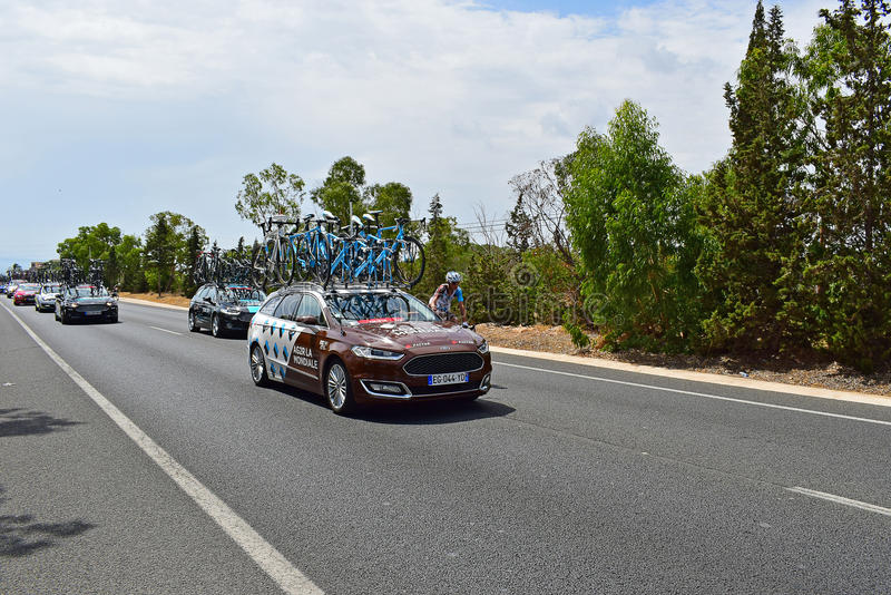 AG2R-LaMondiale bil och Rider La Vuelta España royaltyfria bilder
