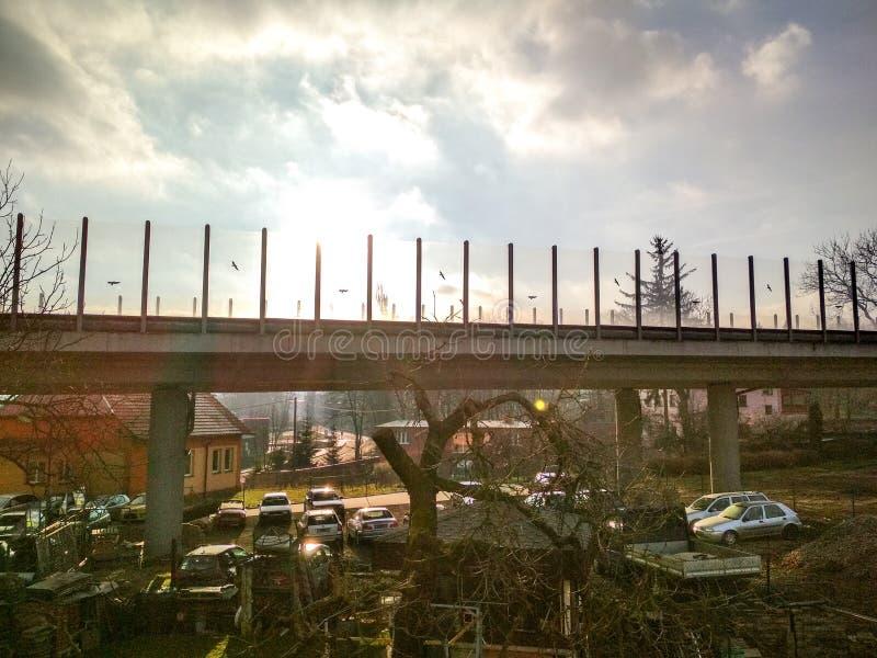 Againt majestuoso de la opinión del camino-puente el Sun fotos de archivo libres de regalías