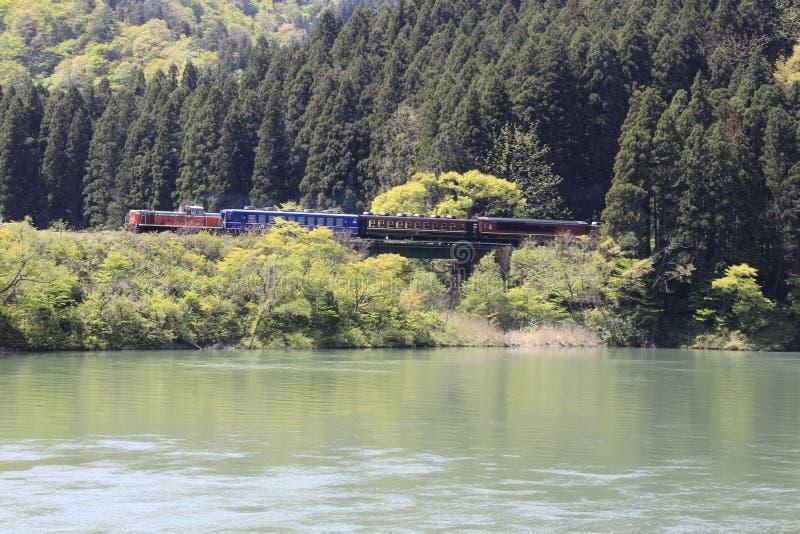 Aganorivier en DL-trein stock afbeelding
