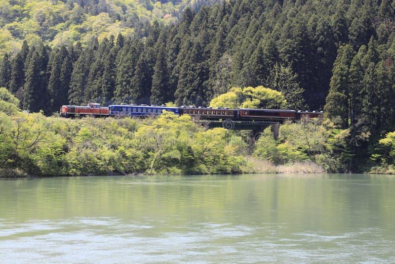 Aganorivier en DL-trein stock foto's