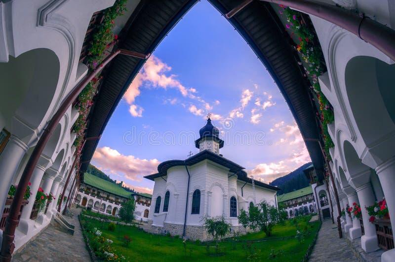 Agapia修道院在Neamt县罗马尼亚位于在mountai之间 库存图片