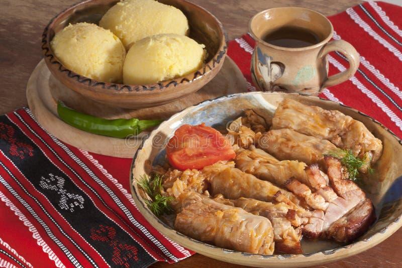 Agencement traditionnel de repas (sarmale) image libre de droits