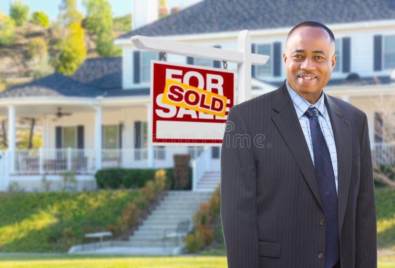 Agent In Front d'afro-américain de Chambre et de signe vendu image libre de droits