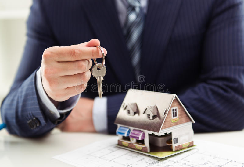Agent immobilier masculin image stock