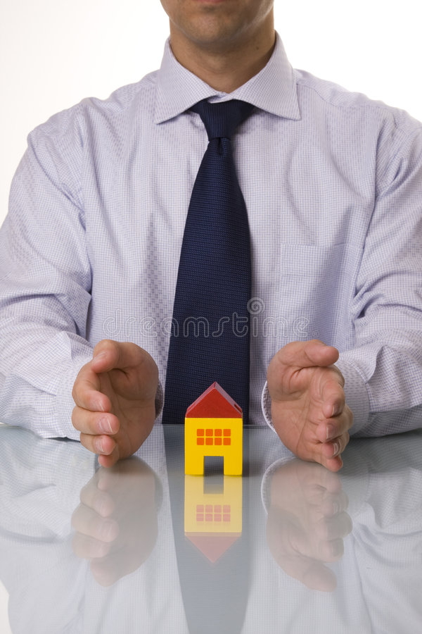 Agent immobilier réel affichant des maisons photos libres de droits