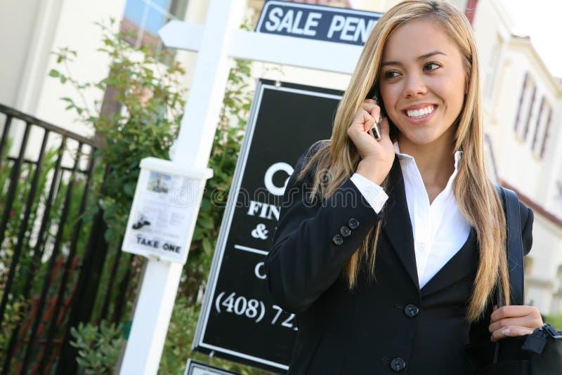 Agent immobilier réel de femme images stock