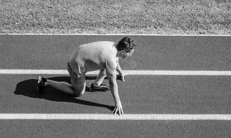 Agent klaar te gaan De atletenagent treft om bij stadion te rennen voorbereidingen Hoe te beginnen te lopen Lopende uiteinden voo stock fotografie