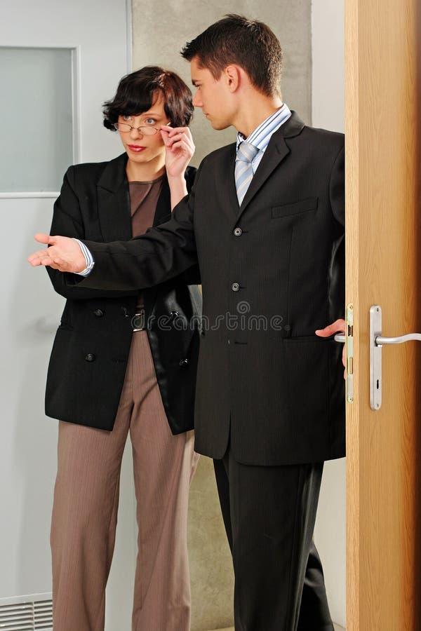 agent mieszkanie wskazujący obrazy stock