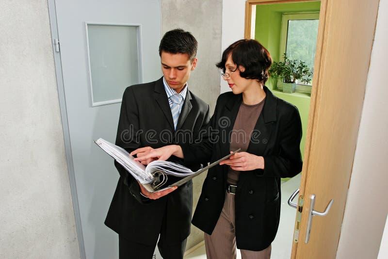 agent mieszkanie wskazujący fotografia stock