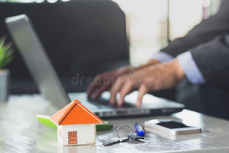 Agent nieruchomości oferty dom Majątkowy ubezpieczenie c i ochrona obrazy royalty free