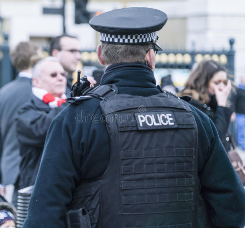 Agente da polícia no dever Londres Reino Unido imagens de stock royalty free