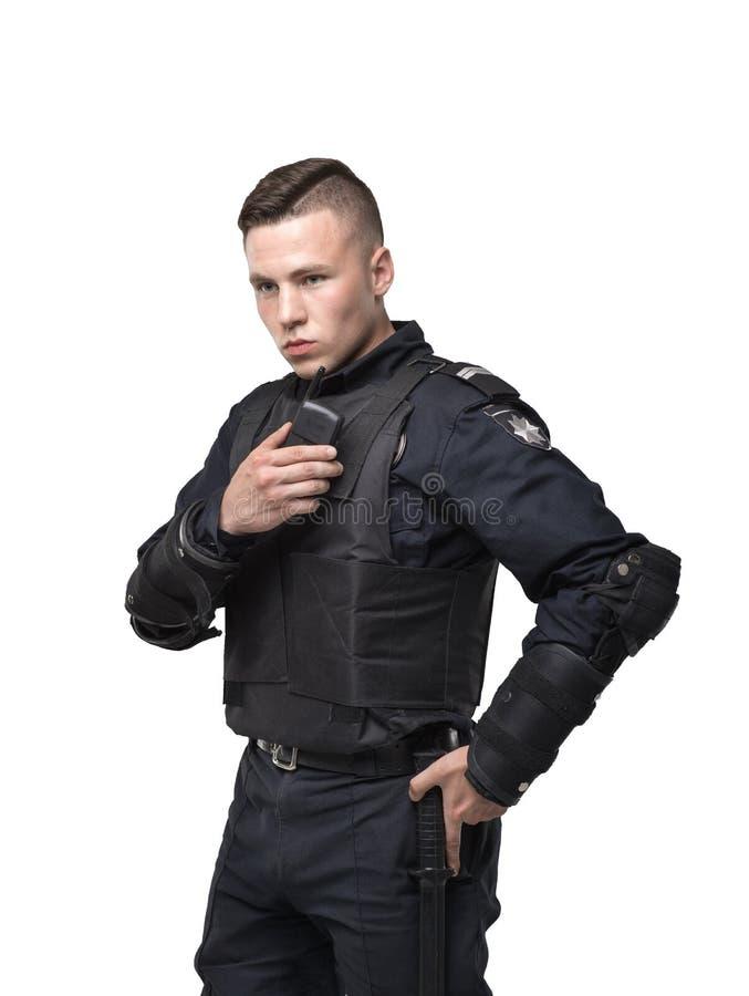 Agente da polícia no uniforme no fundo branco fotos de stock