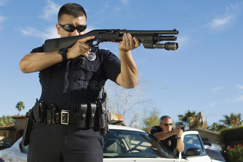 Agente da polícia With Shotgun fotografia de stock