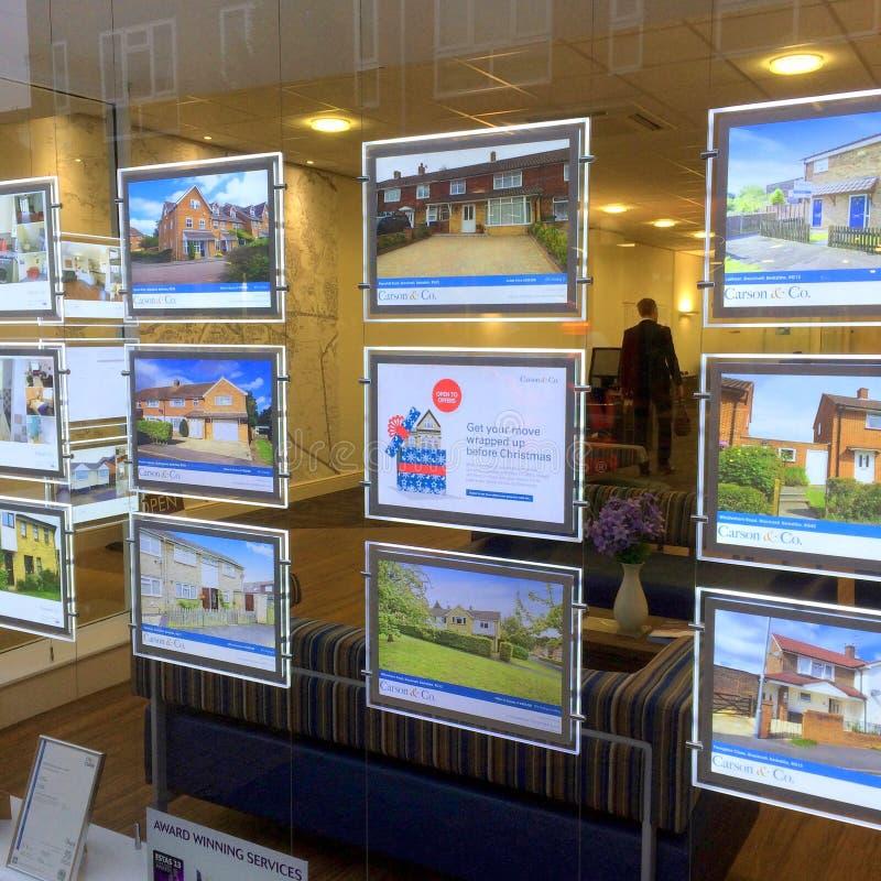 Agente de la propiedad inmobiliaria Window Display imagen de archivo libre de regalías