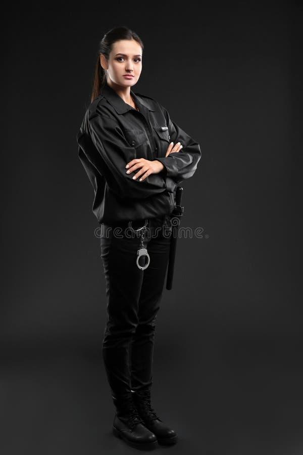 Agente de segurança fêmea no uniforme imagem de stock royalty free