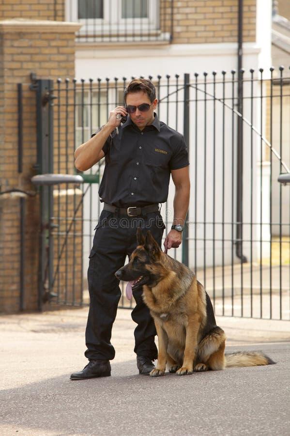 Agente de segurança no rádio imagens de stock
