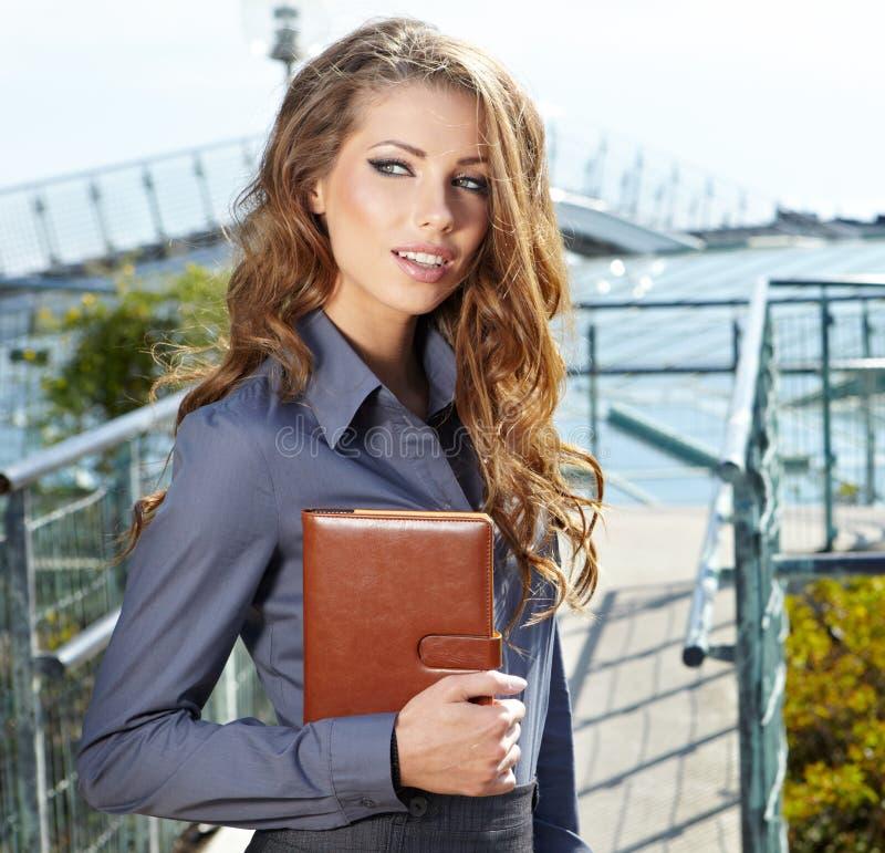 Agente immobiliare attraente Woman fotografia stock libera da diritti