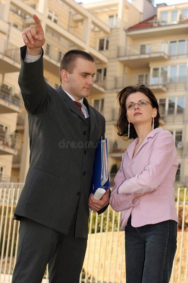 Agente que mostra a posição lisa fotografia de stock