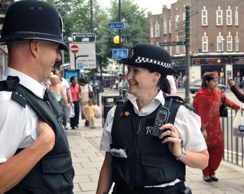 Agentes da polícia de Londres na batida imagem de stock royalty free