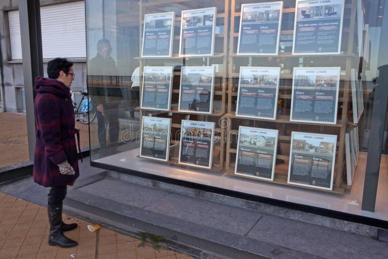 Agentes de la propiedad inmobiliaria en Ostende, Bélgica fotografía de archivo