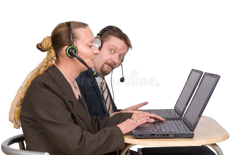 Agentes do comércio electrónico no portátil imagens de stock