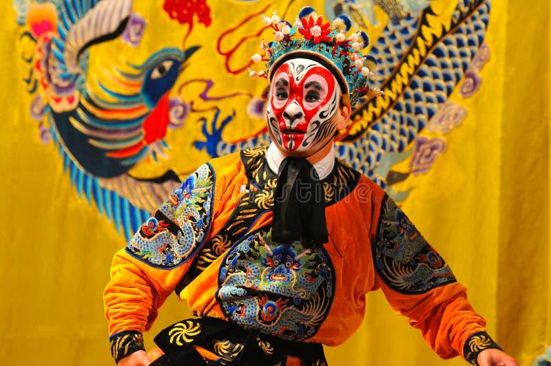 Agentes no identificados de la compañía de la ópera de Pekín imagenes de archivo
