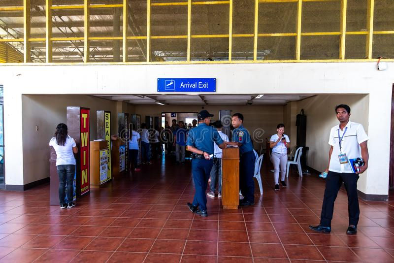 Agents de voyage attendant des touristes à l'aéroport de Busuanga, Palawan, Philippines, le 14 novembre 2018 photos libres de droits