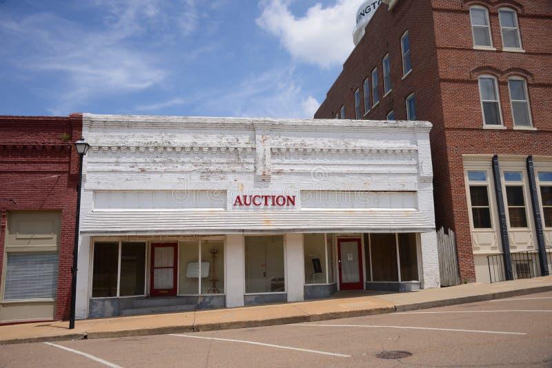 Agenzia di vendita all'asta in Covington Tennesse fotografia stock