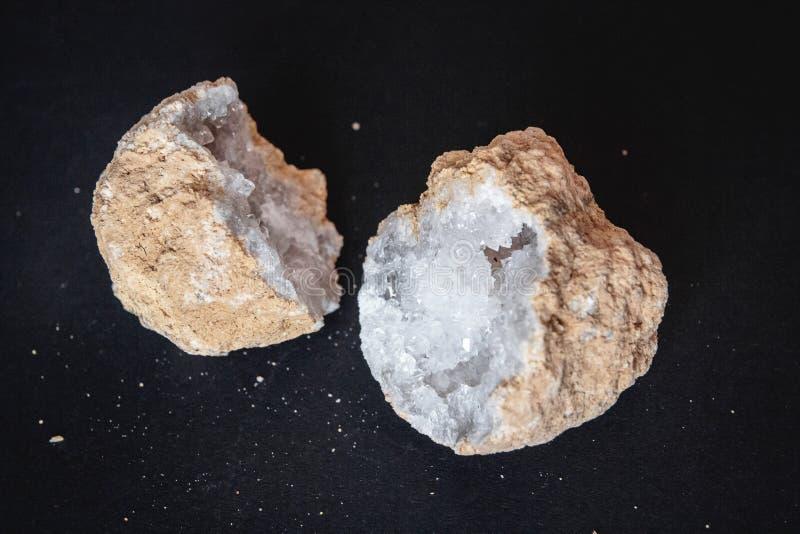 ager Поперечное сечение камня агата с geode на черной предпосылке Начало: Марокко, Sidi Rachal стоковое изображение rf