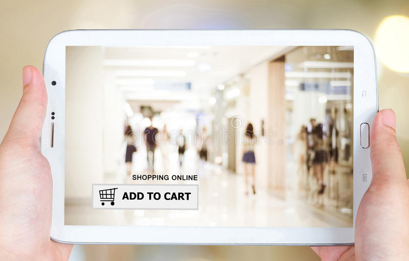 Aggiunga al carretto sullo schermo della compressa, l'affare, commercio elettronico immagini stock libere da diritti