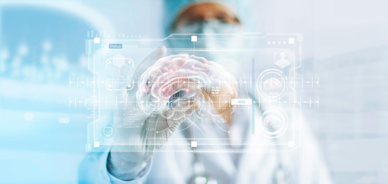 Aggiusti il controllo del risultato della prova del cervello, l'analisi con l'interfaccia virtuale moderna in laboratorio fotografie stock