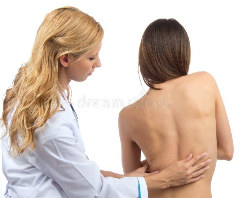 Deformità paziente di scoliosi della spina dorsale di ricerca di medico fotografie stock libere da diritti