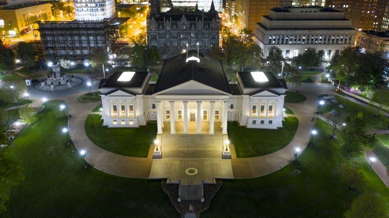 Agglomerazione urbana Richmond di Virginia State Capital Building Downtown di vista aerea immagini stock