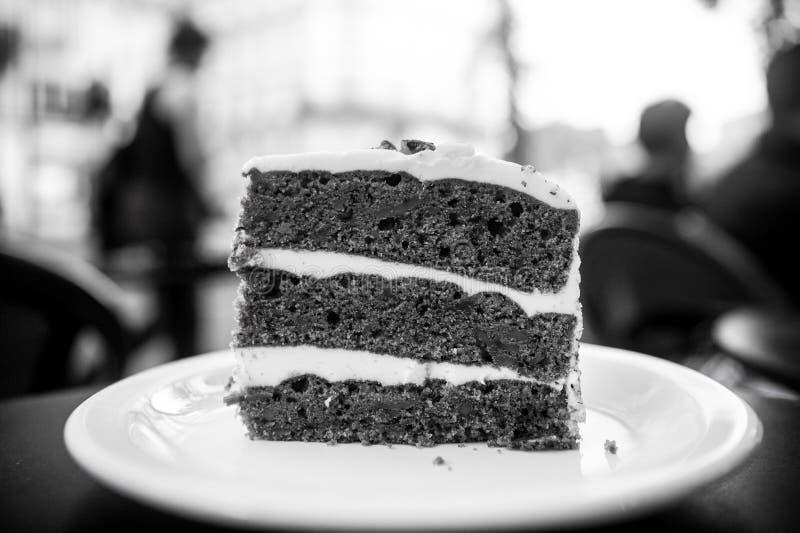 Agglutini la fetta sul piatto bianco a Parigi, Francia, dessert Dolce con crema, alimento Tentazione, concetto di appetito Desser fotografia stock