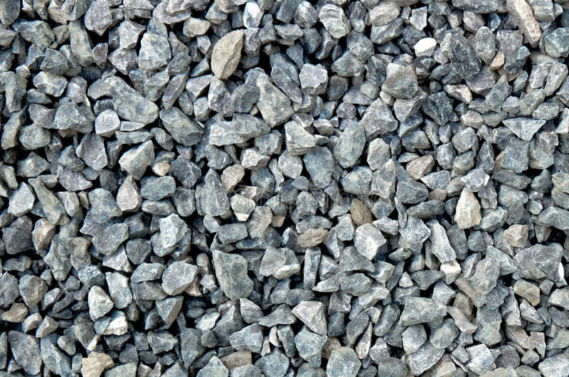 Aggregat - ljus - gråa grova stenar som är krossade på en stengrop, grusmodell royaltyfri bild