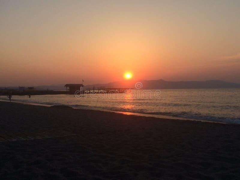 Agia小游艇船坞海滩日落 库存照片