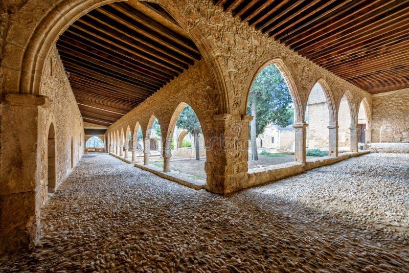 Agia纳帕修道院庭院在塞浦路斯6成拱形 库存图片