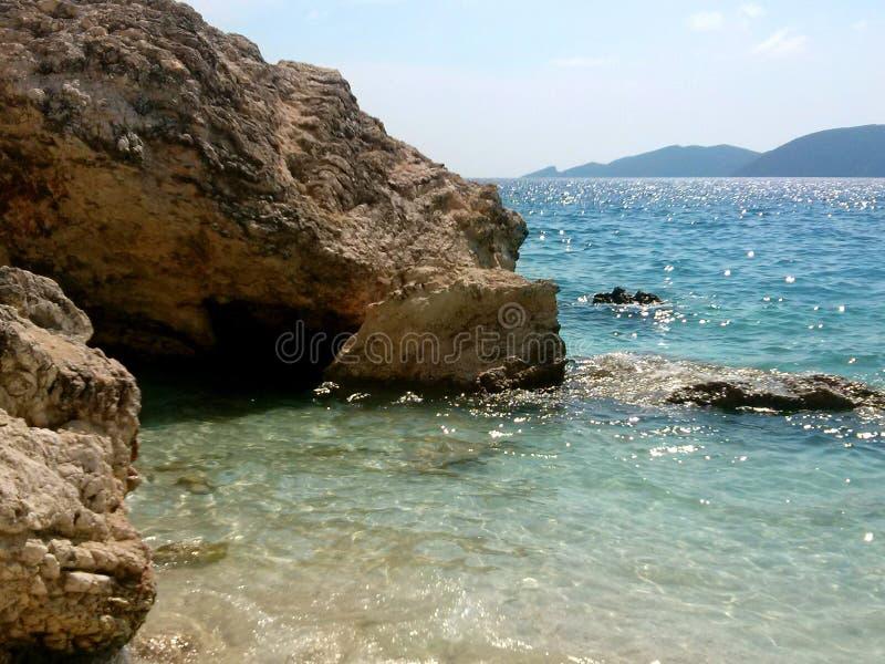 Agiofilistrand bij Vasiliki-dorp, Lefkada, Griekenland Mooi turkoois zeewater royalty-vrije stock afbeeldingen