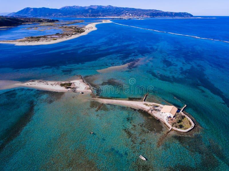 Agios Nikolaos-eiland in de Eilanden van Lefkada Griekenland Ioanian zoals gezien royalty-vrije stock foto's