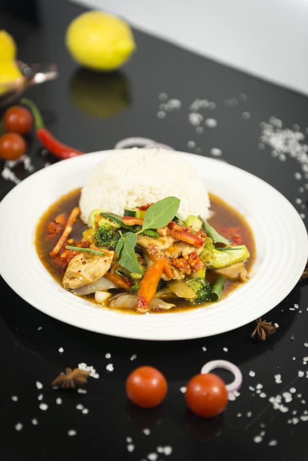 Agitação asiática fritada com arroz imagem de stock royalty free