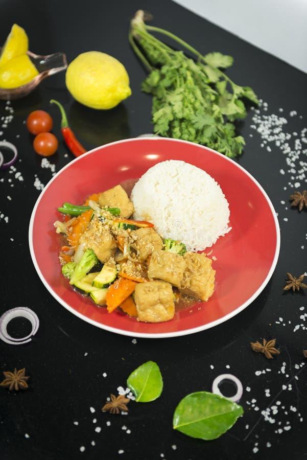 Agitação asiática fritada com arroz fotografia de stock royalty free