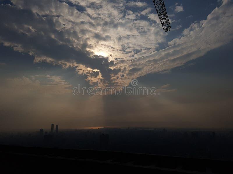 Agitação da mão das nuvens - mensagem original do ` s da mãe Natureza fotografia de stock royalty free
