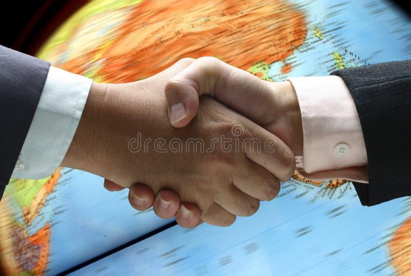 Agitação da mão sobre o globo fotos de stock royalty free