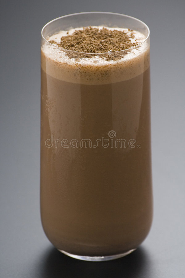 Agitação de chocolate de refrescamento com chocolate Birutes fotos de stock royalty free