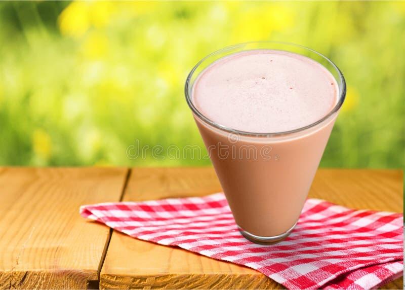 Agitação de leite imagem de stock