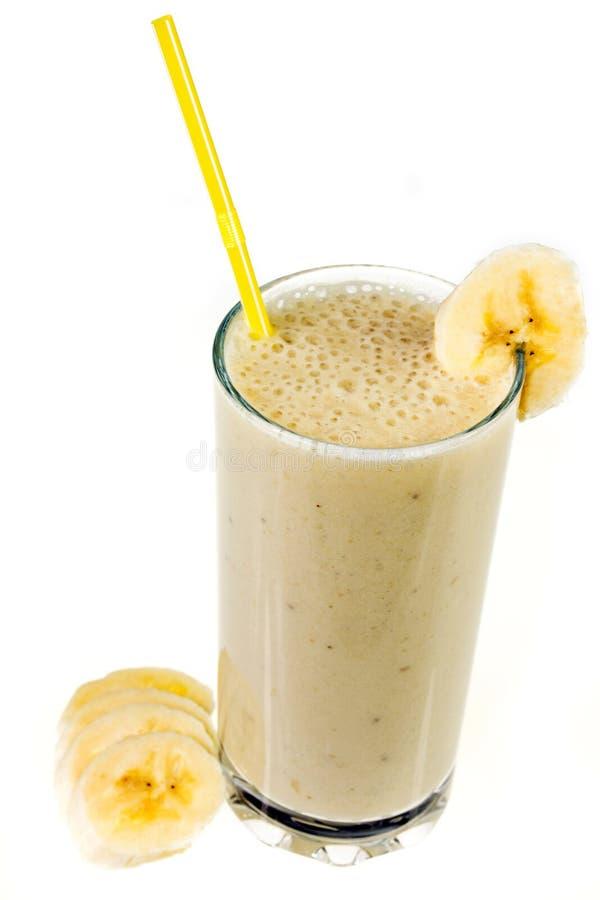 Agitação de leite da banana isolada no fundo branco imagens de stock royalty free