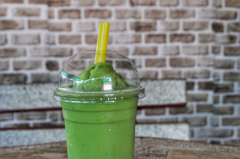 Agitação do chá verde imagens de stock