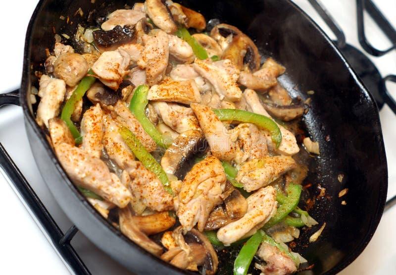 Agitar-frite a galinha com cogumelo imagem de stock royalty free