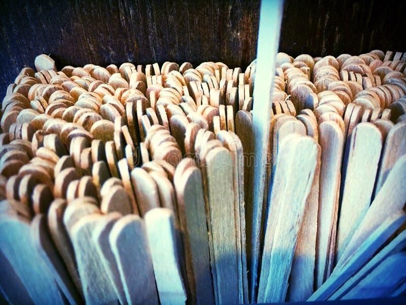 Agitateurs en bois de thé de café images stock
