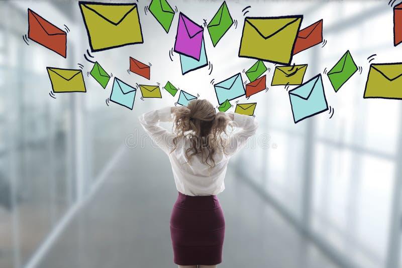 Agitato con i email e lo Spam immagine stock